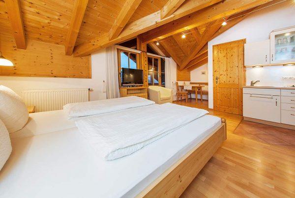 Ferienwohnung Giebelstueberl - Essbereich und Küche