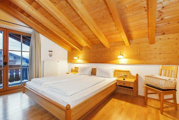 Ferienwohnung Kaiserblick - Schlafzimmer mit Komfortbett