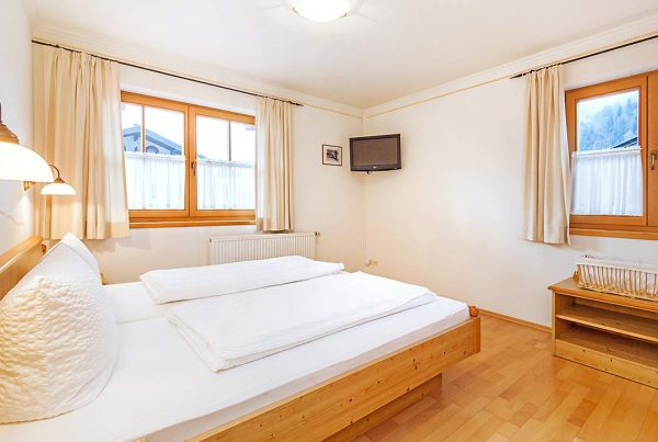 Holiday apartment Unterberg - Spacious bedroom with 26' FlatTV