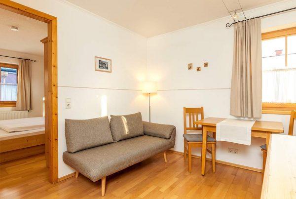 Appartement Walmberg – Sitzecke und Essbereich